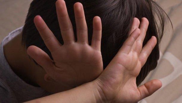 """""""Посадив в машину і вивіз в поле"""": Поліцейський  зґвалтував 14-річного хлопчика"""