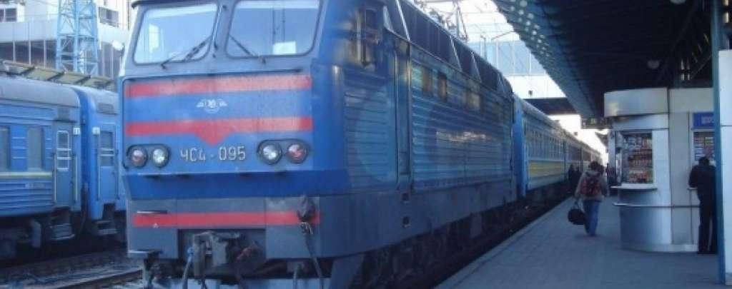 На Львівщині сталася ДТП: автівка вискочила на залізничну колію