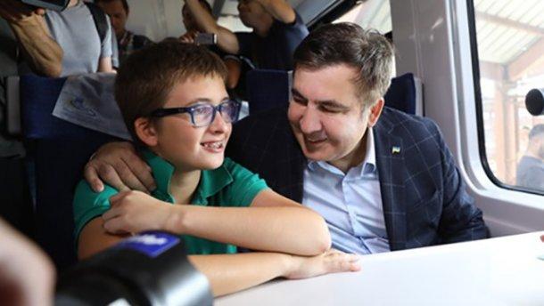 """""""Віддайте мені сина!"""": В аеропорту """"Бориспіль"""" затримали 11-річного сина Саакашвілі"""
