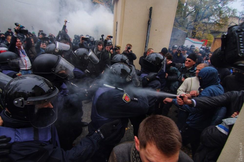 """""""Розбили голову шефу поліції"""": Сутички в Одесі набирають обертів"""