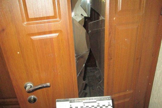 """""""Кинули гранату під двері"""": Невідомі підірвали квартиру депутата"""