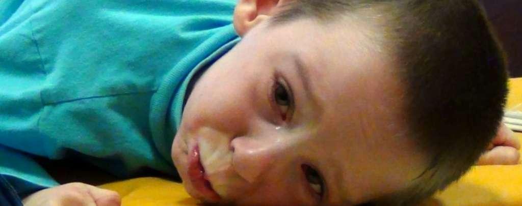 """""""Навіть не їсть самостійно"""": 7-річний Женя отримав  важку травму головного мозку"""