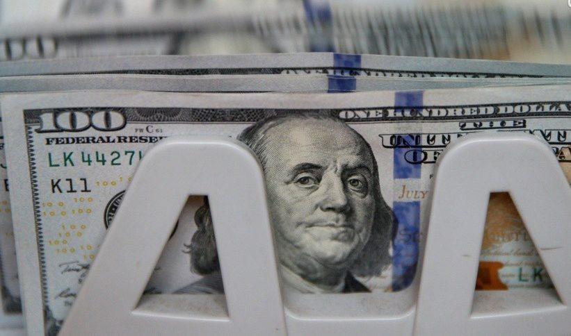 """Стало відомо про """"новорічний"""" курс долара"""