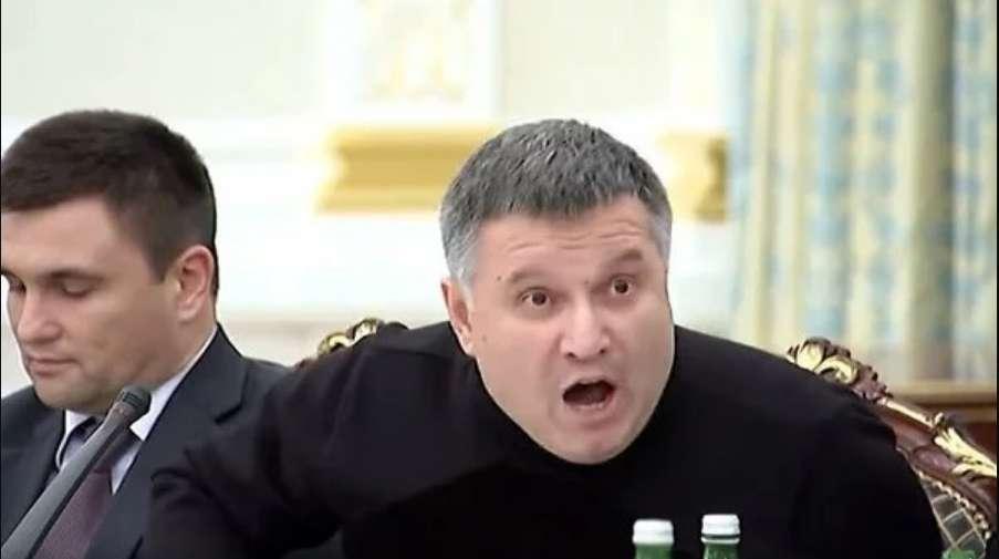 """""""Цей мерзотник повинен сидіти у в'язниці"""": Українці """"визвірились"""" на Авакова і вимагають його відставки"""