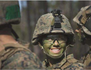 Гвалтування і змії у воді: В яких умовах жінкам доводиться служити в армії