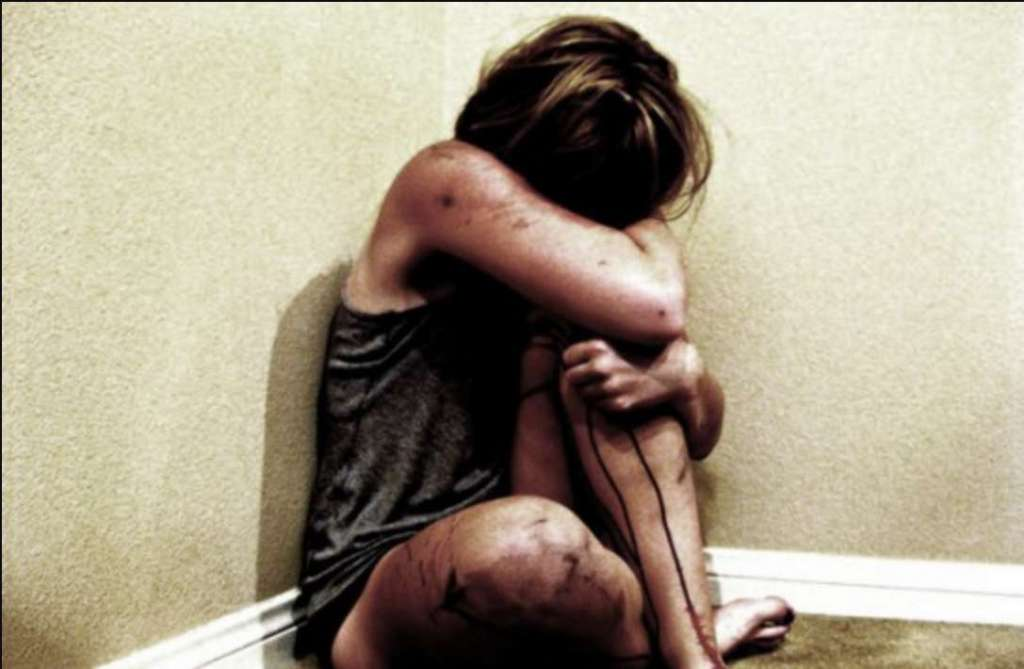 Куди цей світ котиться? 12-річну дівчинку жорстоко зґвалтував власний батько, а потім…