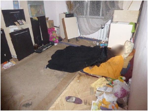 """""""Ховала у квартирі труп матері…"""": Разом з жінкою проживала ще й 9-річна дитина"""