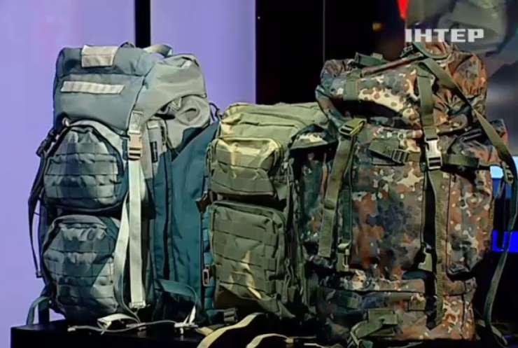 """""""Нажили на війні"""": У Мережі показали якість і надійність рюкзаків Авакова"""