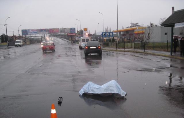 В Києві маршрутка збила людей просто на зупинці, є загиблі