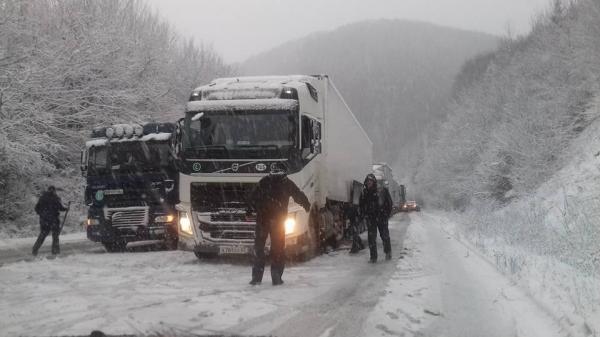"""Погодний колапс: на трасі """"Одеса–Київ"""" утворився затор з 800 автомобілей"""
