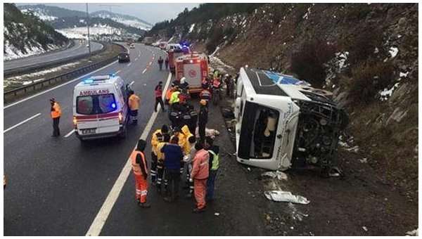 Перекинувся пасажирський автобус: Велика кількість постраждалих та загиблих