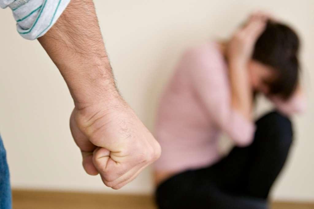 """""""5 годин бив і знімав знущання на відео"""": чоловік жорстоко побив дружину до смерті, від подробиць мороз по шкірі"""
