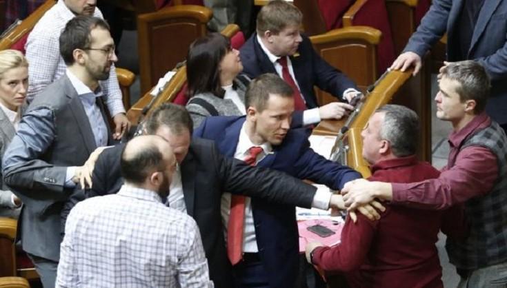"""""""І Порошенко має бути…"""": БПП проведе новорічний корпоратив в престижному клубі """"П'ятий елемент"""""""
