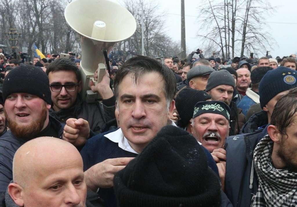 Шини і бруківка вже готові: Саакашвілі закликає українців прийти на віче