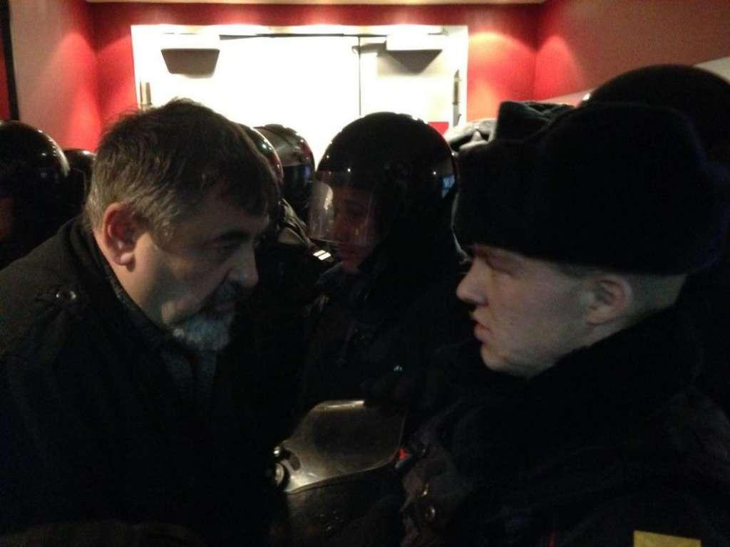 Облили екран сечею і погрожували глядачам: Зірвали показ українського фільму