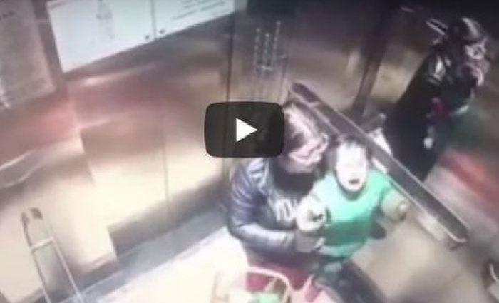 """""""Кулаком по животі, голові і спині"""": з'явилося приголомшуюче відео, на якому няня жорстоко б'є маленьку дитину (18+)"""