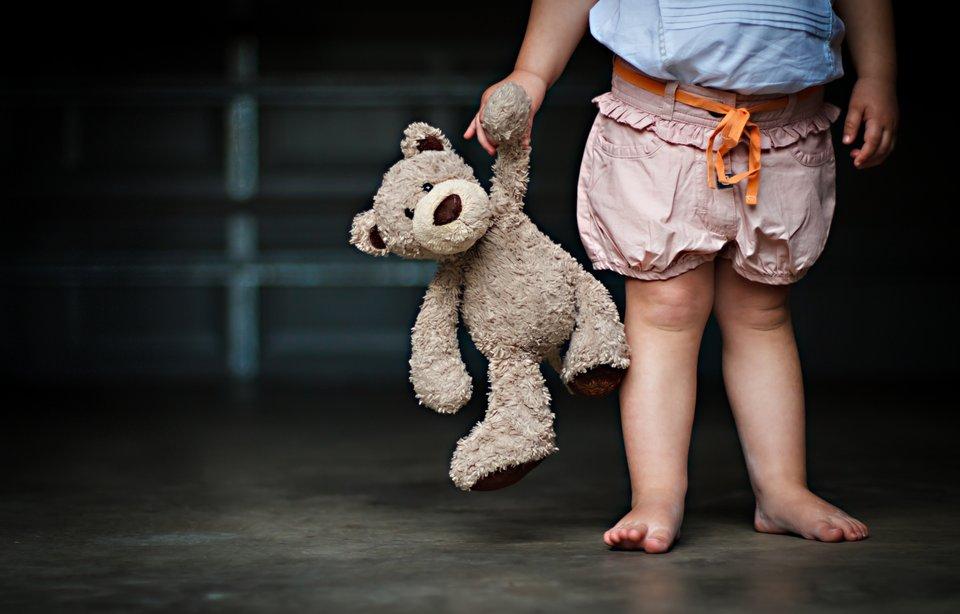 Де совість? На Львівщині мати покинула своїх трьох дітей на місяць, щоб влаштувати особисте життя