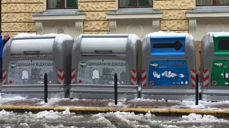 """""""Здається, що цей світ зійшов з розуму"""": Знахідка у львівському смітнику приголомшила українців"""