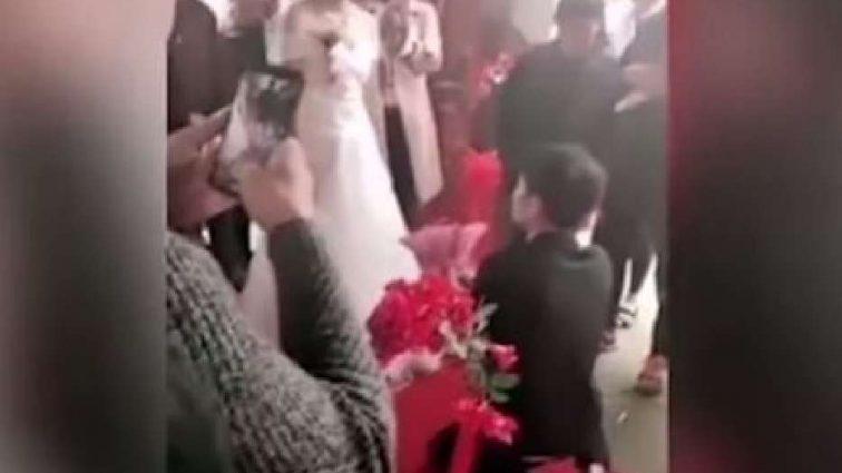 Гості подумали, що це жарт: наречена прямо перед вівтарем відмовила нареченому (Відео)