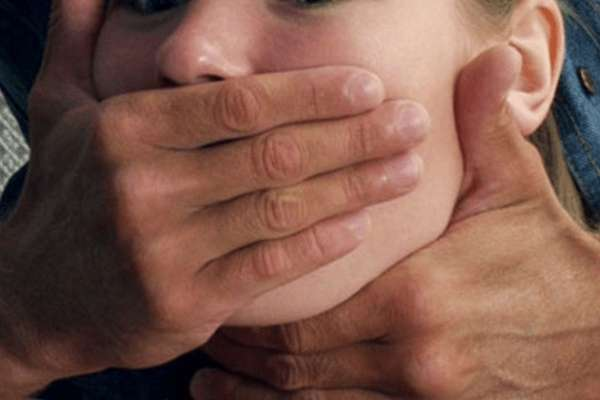 """""""Залякував вбивством рідних"""": Відомий спортсмен кілька разів жорстоко згвалтував 4-річну дівчинку"""