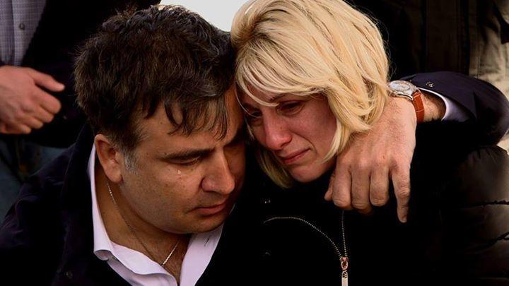 """""""А дружина не ревнує"""": Саакашвілі застукали в елітному ресторані з невідомою жінкою (Відео)"""