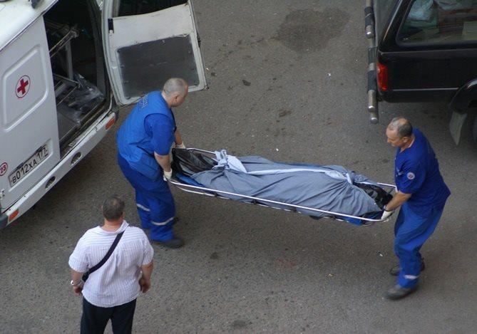 Тіло знайшли в гаражі – неповнолітня дівчина померла після статевого акту з хлопцем