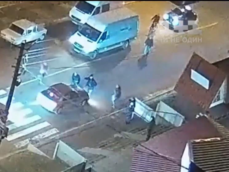 Правопорушника затримали свідки: Чоловік наїхав на жінку з дитиною і спробував втекти