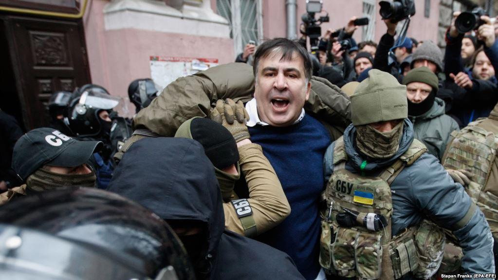 Поки ви спали: Саакашвілі затримали, політик написав листа (ФОТО)