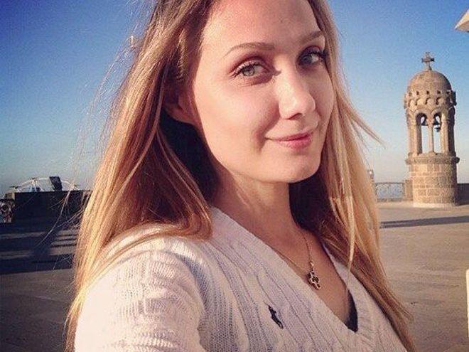 «Прошу вас молитися за неї зараз»: Мама Євгенії Власової  повідомила останні новини про стан співачки