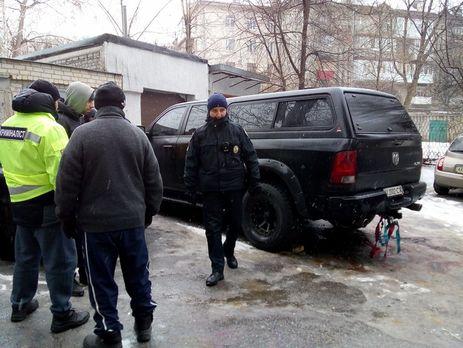 """""""Осколками пошкоджено кілька сусідніх автомобілів"""": Підірвали авто відомого чиновника"""