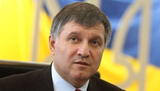 А я в коротку відпустку: Аваков показав власну ялинку і закликав українців…