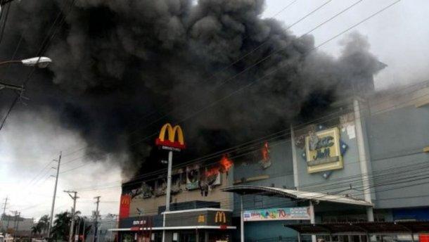 """""""Мали нульові шанси"""": Жахлива пожежа у торговому центрі забрала життя у трьох десятків людей"""