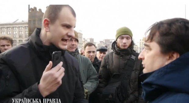 Гужву заплювали після того як він вийшов до активістів (ВІДЕО)