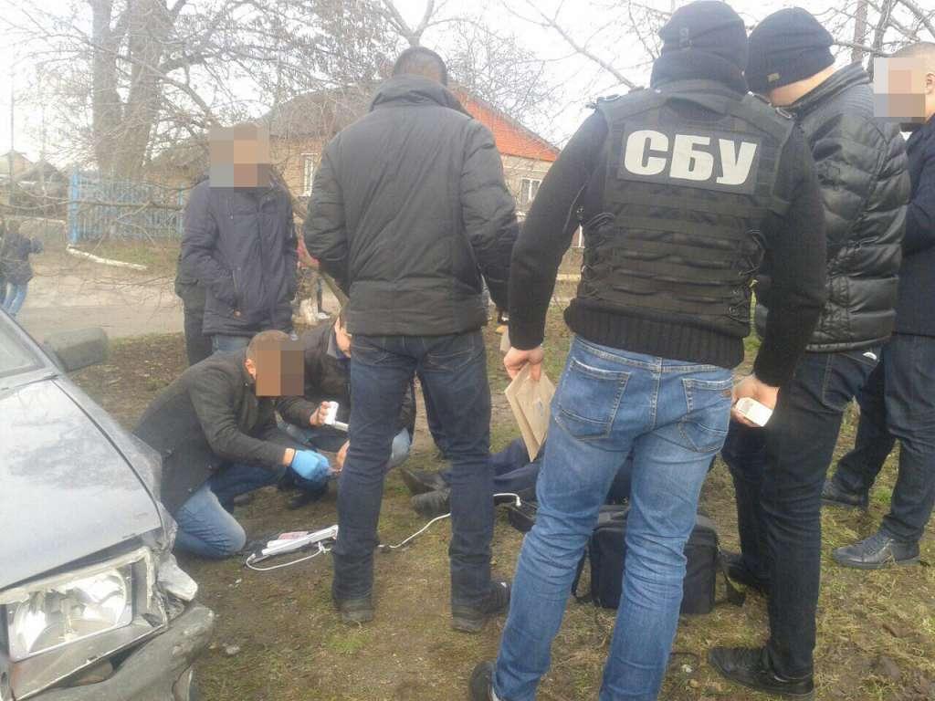 Сума вражає! У Кропивницькому поліцейського затримали на хабарі