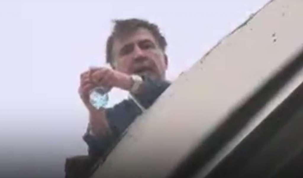 """""""Групою спецпризначення"""": З'явилося кумедне відео, як СБУ знімала Саакашвілі з даху"""