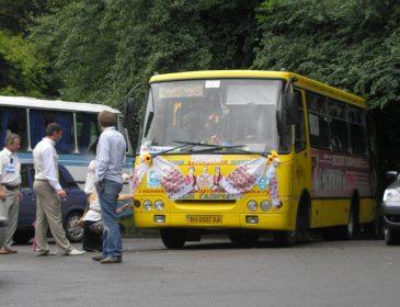 """""""Впав у прірву"""": Автобус з гостями розбився по дорозі на весілля, є жертви"""