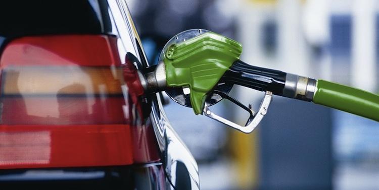 """""""Вперше перевищила цю позначку"""": стало відомо про рекордний ріст ціни на паливо"""