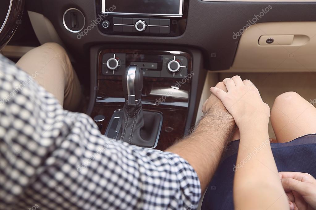 """""""За кермом на швидкості 112 км/год зайнялись коханням"""": Шалена парочка приголомшила своєю витівкою (ВІДЕО)"""
