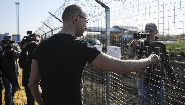 """А Яценюк в курсі? Як розкрадали мільйони на проекті """"Стіна"""""""