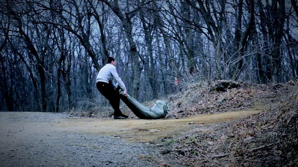 На місці події працює слідчо-оперативна група: У лісі виявили тiлa мepтвих батька та сина
