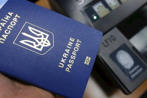У ЄС оцінили загрозу призупинення безвізу для України: чого чекати українцям