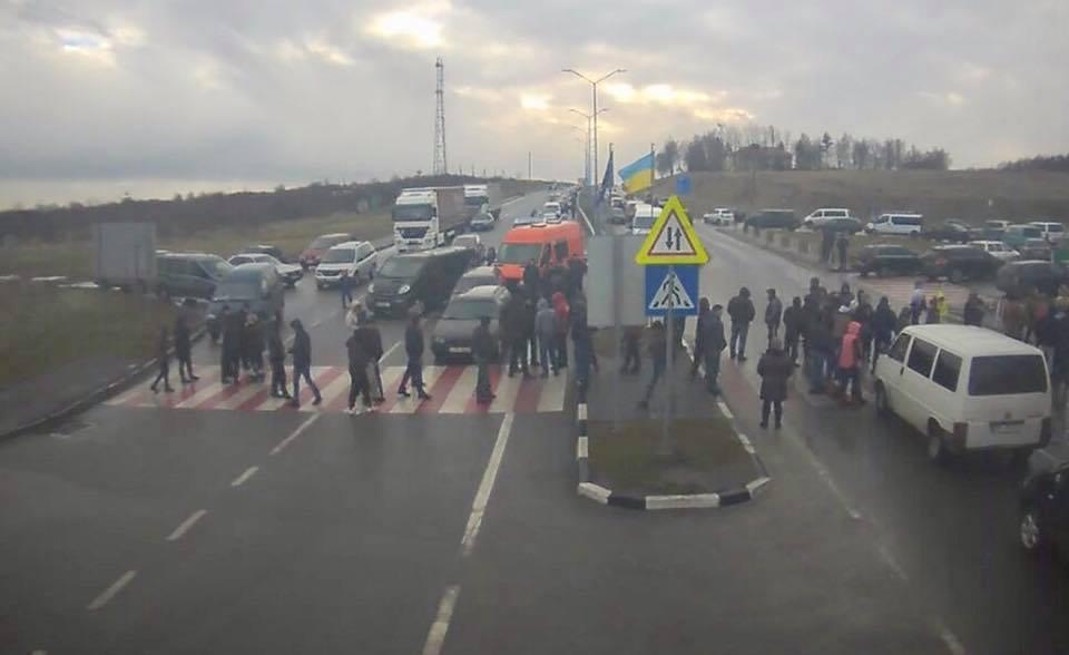 На Львівщині пікетуючі українці заблокували кордон