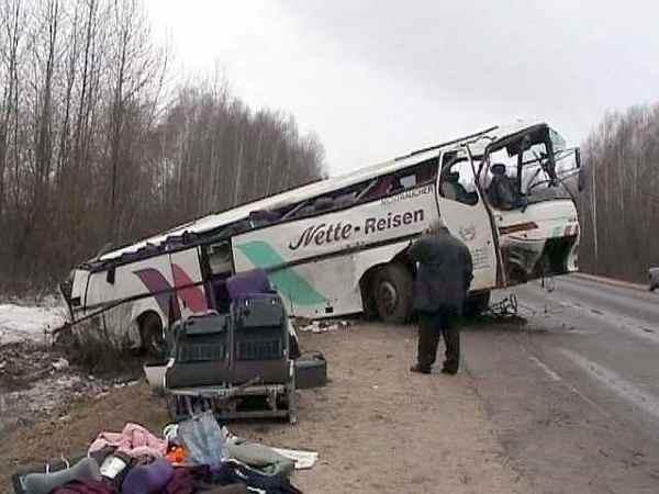 """""""Десятки дітей госпіталізовано"""": Автобус з школярами потрапив у аварію"""