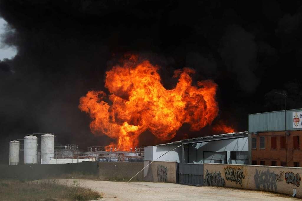 Щонайменше 20 людей загинули, близько 30 отримали поранення: Потужний вибух сколихнув країну