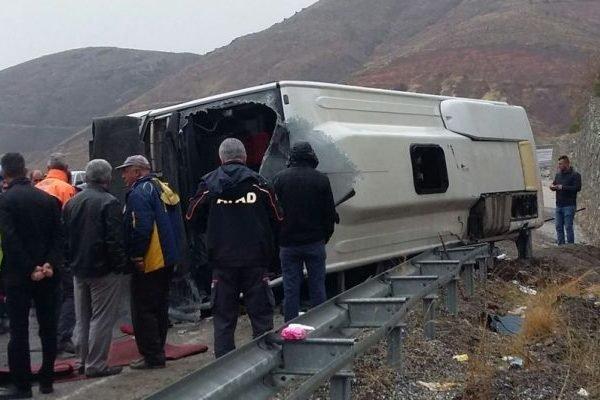 """""""12 людей отримали поранення і…"""": Пасажирський автобус зірвався з дороги"""