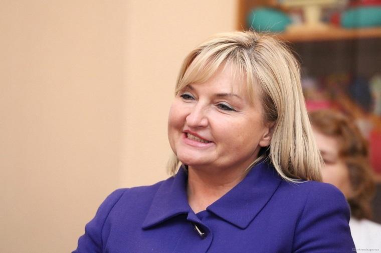 """«Швачка – жона Генпрокурора»: Вірш про """"знедолену"""" Ірину Луценко підірвав Мережу"""