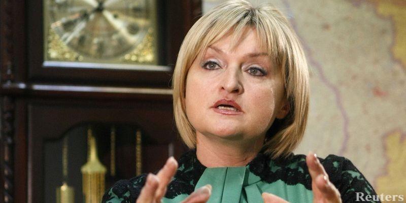 """Сукні шиє сама, а прикраси звичайні підробки: Ірина Луценко заявила, що вона """"вміє"""" одягнутися"""
