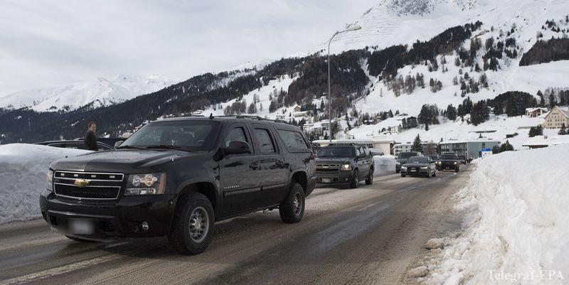 """""""Водій навпаки додав швидкості"""": У Давосі автівка з кортежу президента збила поліцейського"""