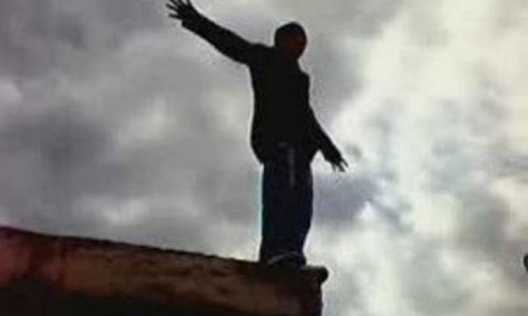 Смерть наступила в машині швидкої: 25-річний хлопець стрибнув з мосту