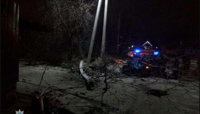 """""""На вимогу зупинитися – не відреагувала"""": У столиці п'яна жінка на BMW знесла стовп та дерево, втікаючи від патрульних"""